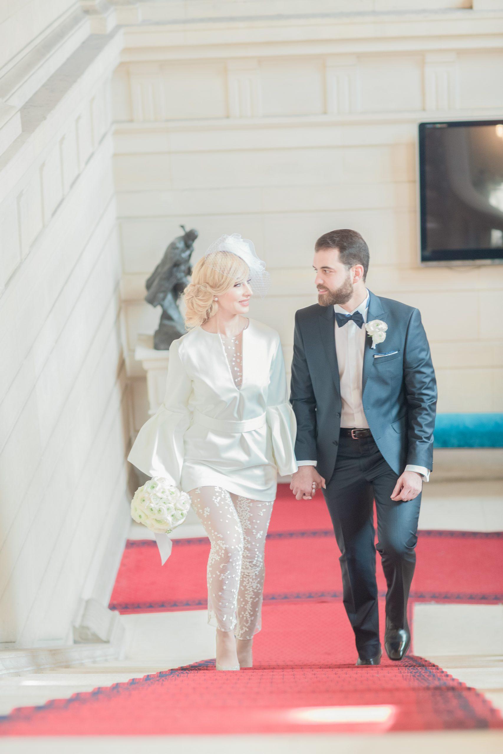 photographe-mariage-arrivée-mariés-mairie16e