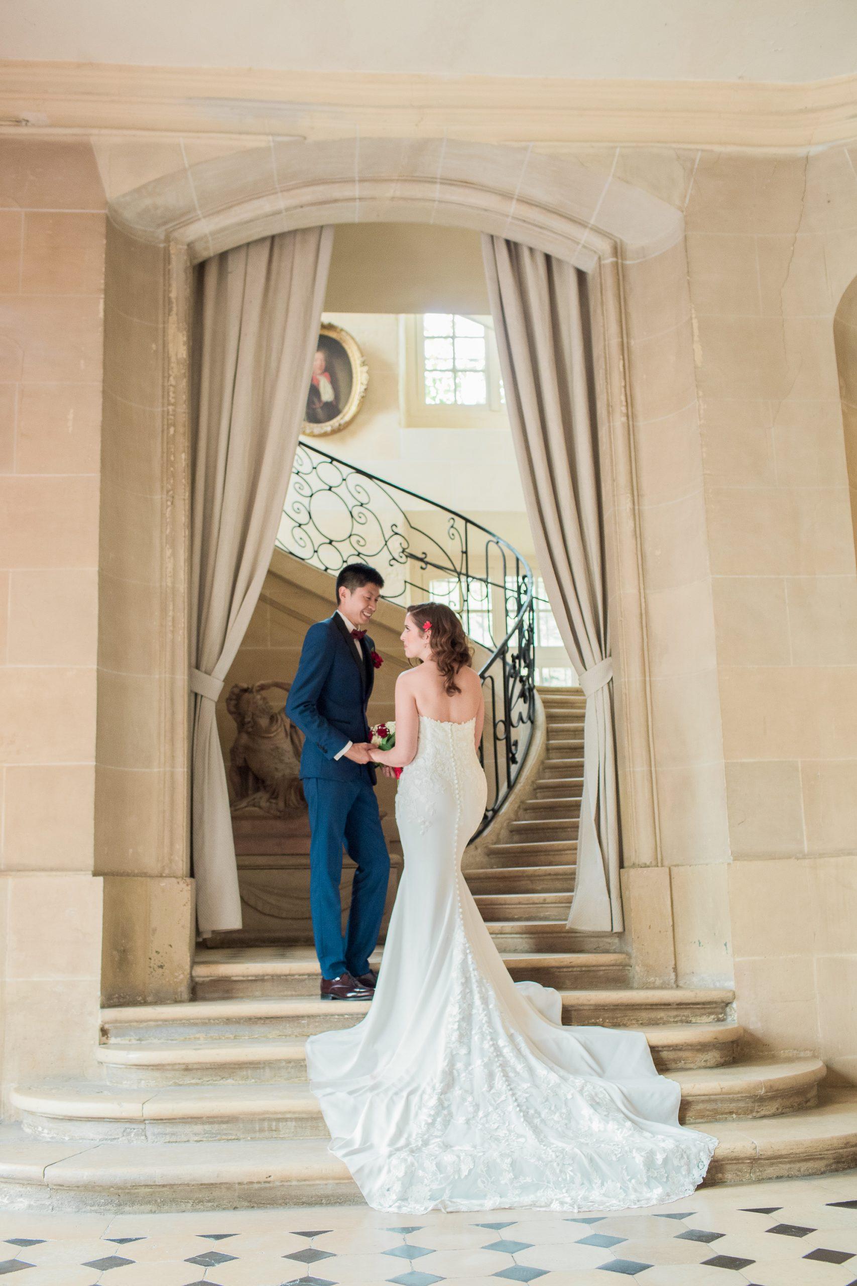 photographe-mariage-chateau-nandy-photo-couple-interieur