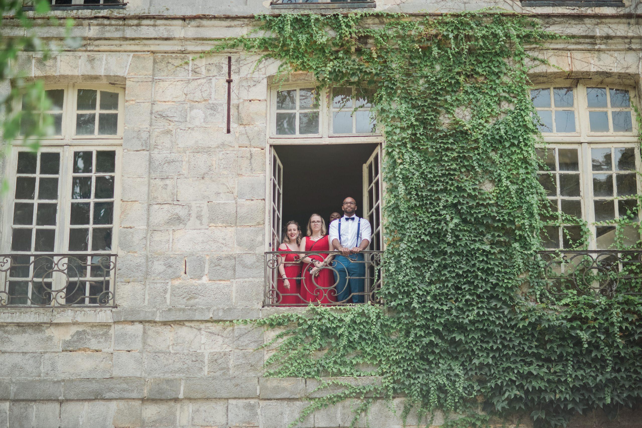 photographe-mariage-invités-chateau-nandy