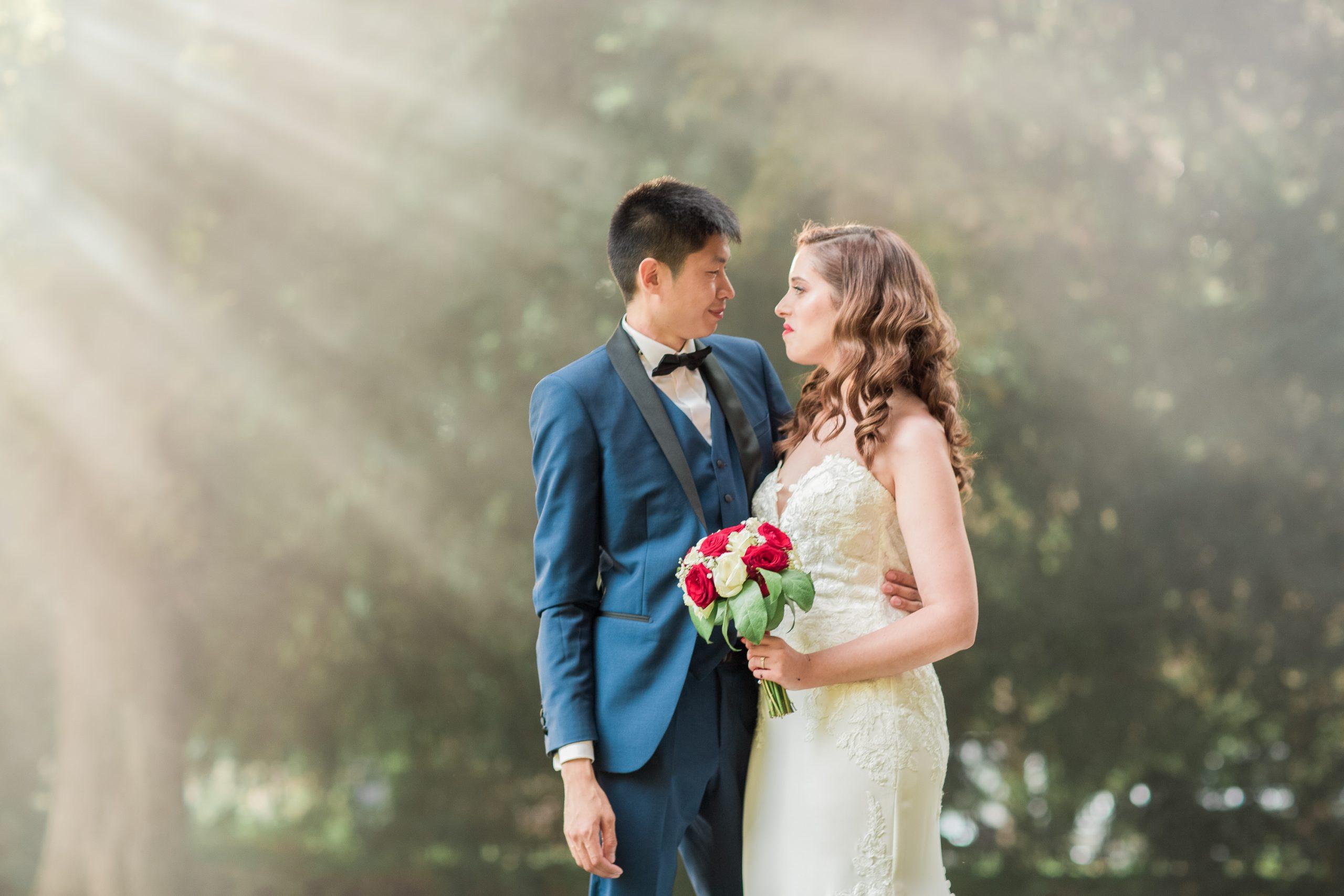 photographie-mariage-à-contre-jour-chateau-nandy-77